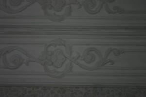 Рельефное украшение из гипсовой лепнины