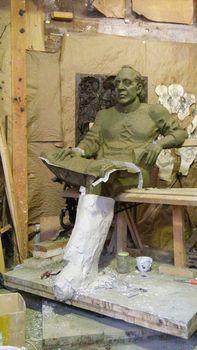 Формовка скульптуры. Этап- разборка формы