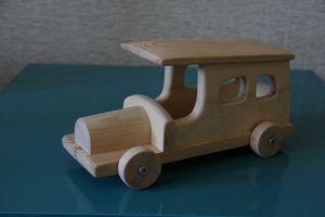 игрушка из дерева автобус