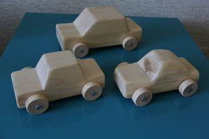 Игрушки из дерева машинки