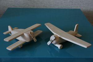 деревянная игрушка самолёт